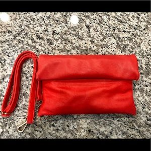 Coral clutch with removable strap